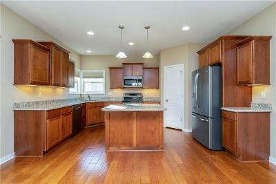 Waukee Single Family Home For Sale: 1680 SE Heritage Drive