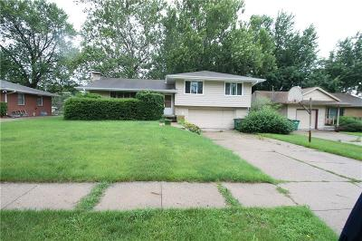 Urbandale Single Family Home For Sale: 7310 Maple Drive