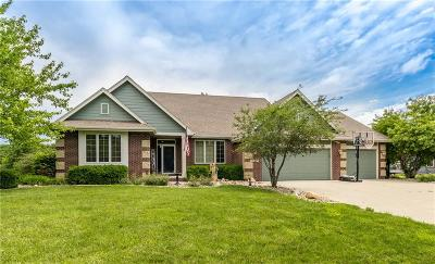 Urbandale Single Family Home For Sale: 13309 Douglas Parkway