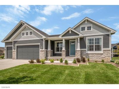 West Des Moines Single Family Home For Sale: 6105 Acadia Drive