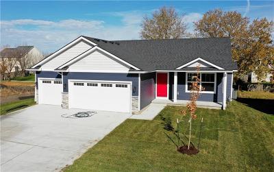 Waukee Single Family Home For Sale: 855 Northview Drive
