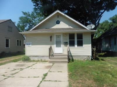 Des Moines IA Single Family Home For Sale: $49,900