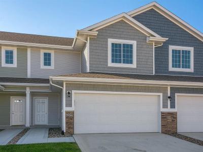 Norwalk Condo/Townhouse For Sale: 209 Pin Oak Court