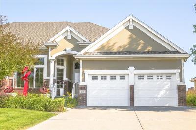 West Des Moines Condo/Townhouse For Sale: 766 Burr Oaks Drive