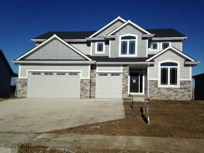 Urbandale Single Family Home For Sale: 14815 Coyote Drive