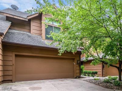 Urbandale Condo/Townhouse For Sale: 7020 Oak Brook Drive