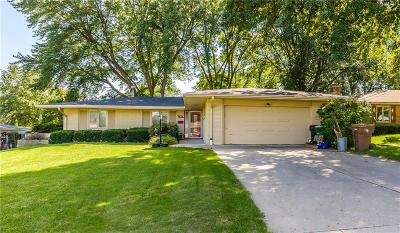 Urbandale Single Family Home For Sale: 7206 Oak Brook Drive