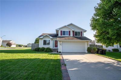 Waukee Single Family Home For Sale: 800 SE Melrose Drive