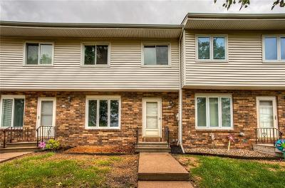 West Des Moines Condo/Townhouse For Sale: 108 Holiday Circle #2