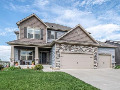 Waukee Single Family Home For Sale: 405 NE Fox Run Trail