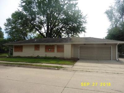Single Family Home Sold: 702 Leach Avenue