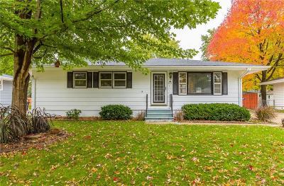 Waukee Single Family Home For Sale: 295 Gray Avenue