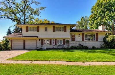 Urbandale Single Family Home For Sale: 2912 Sherry Lane