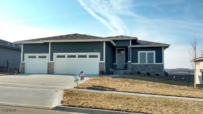 West Des Moines Single Family Home For Sale: 1437 S Arrowleaf Lane