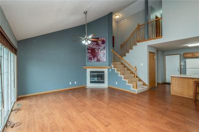 Urbandale Condo/Townhouse For Sale: 15408 Walnut Hills Drive