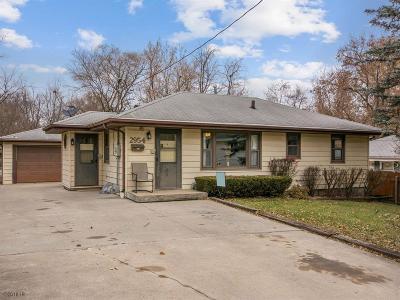 Des Moines Single Family Home For Sale: 2954 E Oak Park Avenue