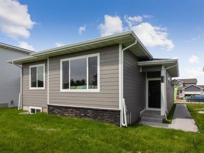 Waukee Single Family Home For Sale: 324 N Warrior Lane