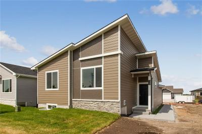 Waukee Single Family Home For Sale: 340 N Warrior Lane