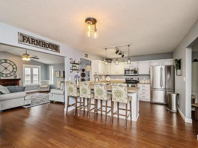 Waukee Single Family Home For Sale: 215 SE Crabapple Drive