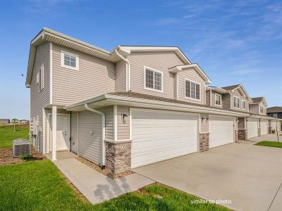 Waukee Condo/Townhouse For Sale: 743 NE Conner Court