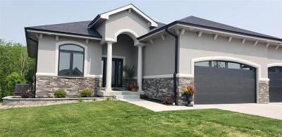 Waukee Single Family Home For Sale: 935 NE Fox Valley Court
