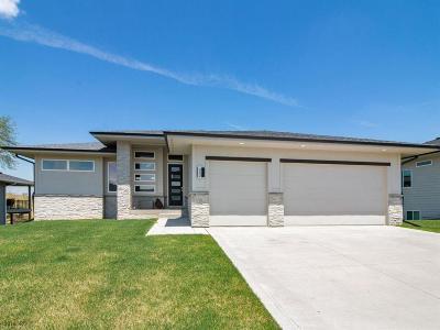 Waukee Single Family Home For Sale: 405 NE Bobcat Drive