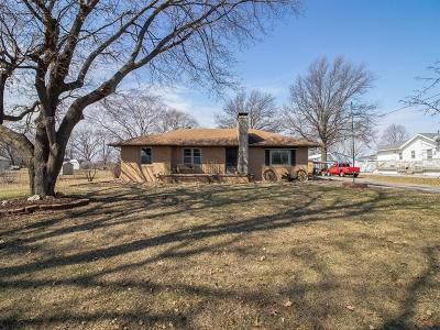 Des Moines Single Family Home For Sale: 4084 NE 43rd Court