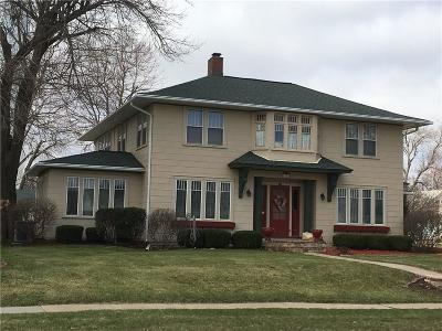 Single Family Home For Sale: 1121 Main Street