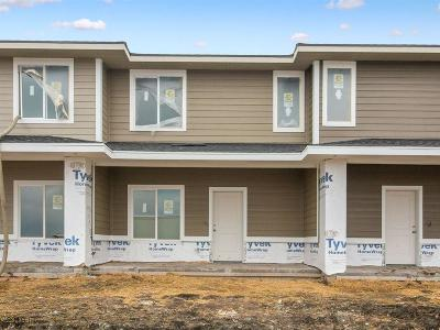 Waukee Condo/Townhouse For Sale: 2328 SE Parkview Crossing Drive