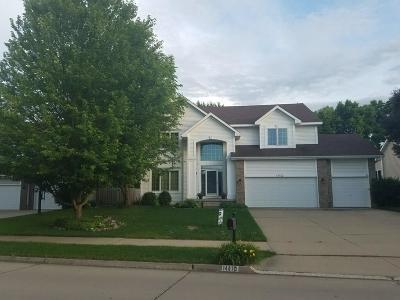 Urbandale Single Family Home For Sale: 14410 Briarwood Lane