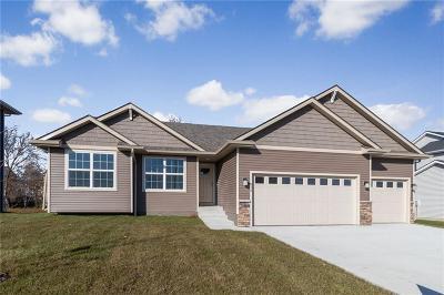 Waukee Single Family Home For Sale: 815 Northview Drive