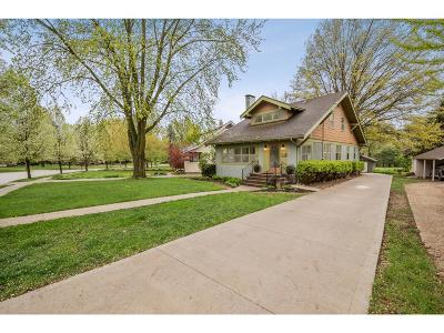 Des Moines Single Family Home For Sale: 684 Harwood Drive