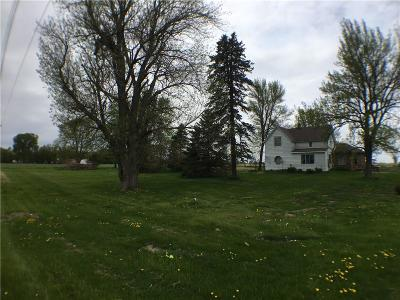 Single Family Home For Sale: 51571 Iowa 210 Highway