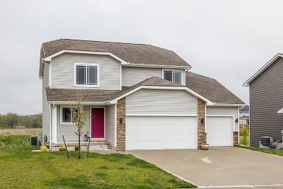 Waukee Single Family Home For Sale: 75 NE Badger Lane