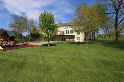 Waukee Single Family Home For Sale: 2 Sugar Creek Lane