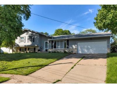 West Des Moines Single Family Home For Sale: 3201 Sylvania Drive