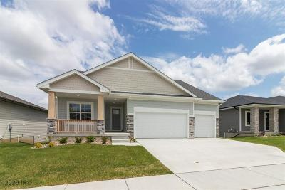 Waukee Single Family Home For Sale: 185 Bailey Circle