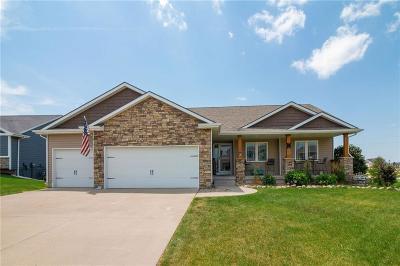 Waukee Single Family Home For Sale: 30 NE Fox Run Trail