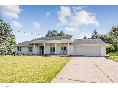 Urbandale Single Family Home For Sale: 3005 Sherry Lane