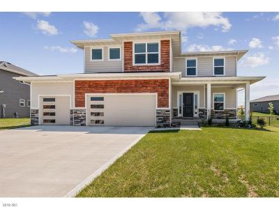 Waukee Single Family Home For Sale: 340 NE Wolfpack Drive
