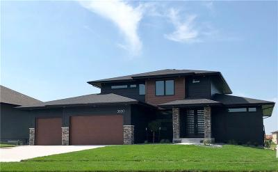 Waukee Single Family Home For Sale: 3830 Woodland Court