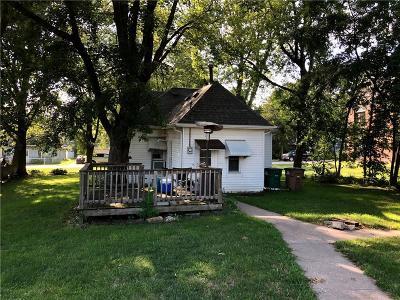 Bondurant Single Family Home For Sale: 105 Grant Street