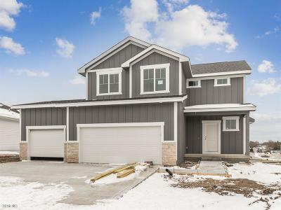 Waukee Single Family Home For Sale: 975 8th Street