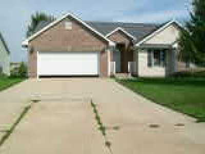 Multi Family Home For Sale: 813 W Mills Street