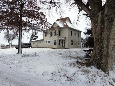 Clare IA Single Family Home For Sale: $209,900