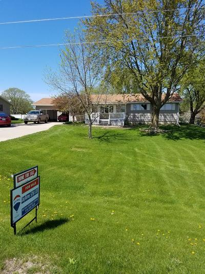 Fort Dodge Single Family Home Pending W/Contingencies: 2015 Parker Dr.