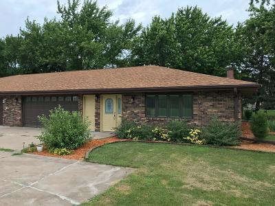 Fort Dodge Single Family Home For Sale: 203 Country Club Dr.