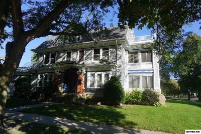Mason City Single Family Home For Sale: 204 7th NW