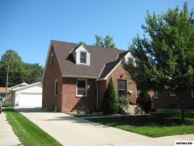 Mason City Single Family Home For Sale: 736 15th Pl NE