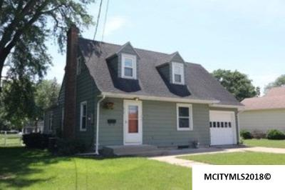 Mason City Single Family Home For Sale: 817 2nd SE